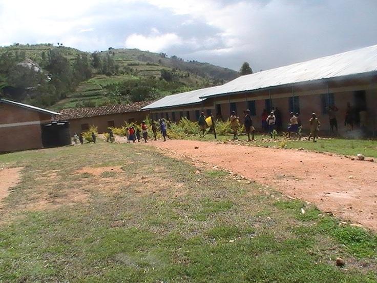 l'école de Gitarama à 50 mètres du Centre Ubuntu