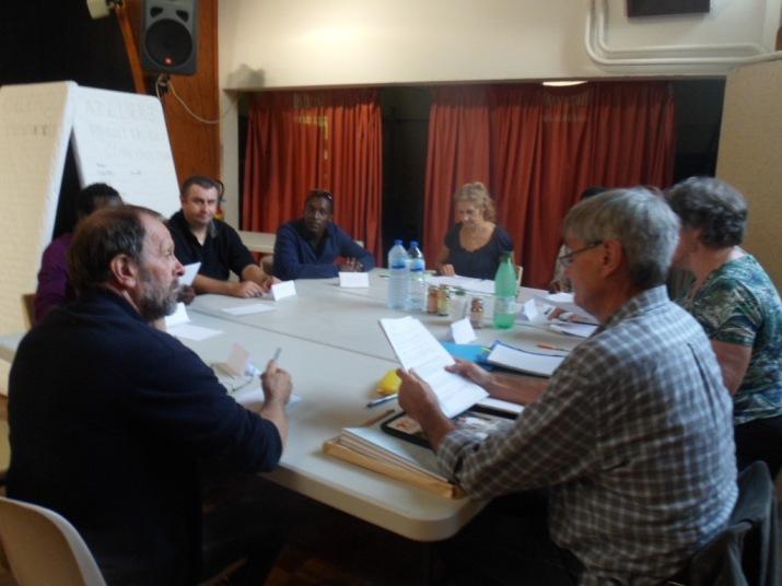 A partir de  nos projets :  Eau, Electricité, Construction Centre  Ubuntu ,  comment mettre en œuvre nos  actions pour qu'elles soient en adéquation avec les désirs, le potentiel et les besoins des habitants et des autorités de Bwira et qu'elles contribuent au développement des liens entre nous et eux ? un développement social local durable à Bwira  ?