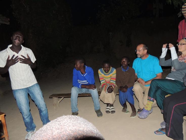 Chacun des enfants explique son parcours et ses projets, ses rêves … À la fin de la rencontre pour nous remercier,  Balthazar nous fait une démonstration de ses talents de chanteur Jazzy a cappella, plutôt pas mal…