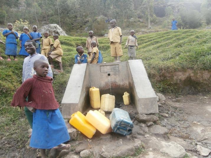Et après l'école, c'est la borne fontaine, chercher de l'eau